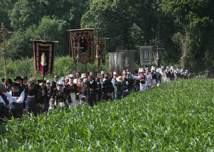Nearing the halfway point of the procession.
